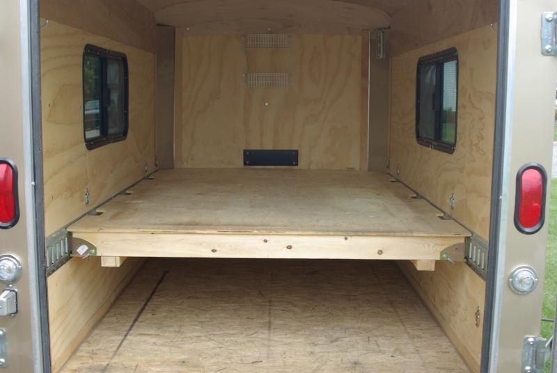 conversion d 39 une remorque cargo chiens et autres. Black Bedroom Furniture Sets. Home Design Ideas