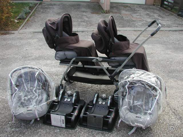 vendre ensemble poussette double peg perego dans le 25. Black Bedroom Furniture Sets. Home Design Ideas